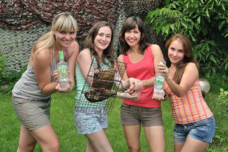 русские девушки летом на дачах с друзьями и на природе фото видео конкурсы красоты
